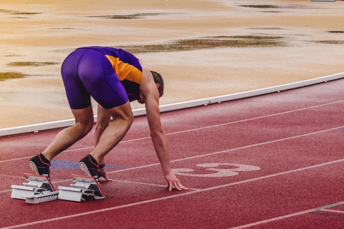 Alergarea rapidă vă crește riscul de fractură de stres?